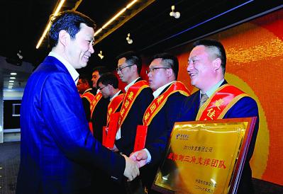中国电信企业战略部总经理浦德松介绍了今年划小承包